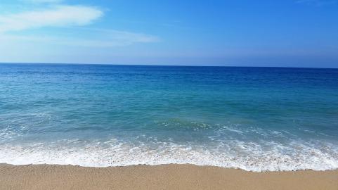 The blue Pacific Ocean at Playa de San Pancho